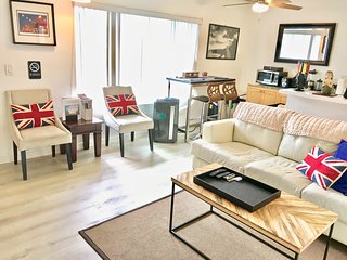 ✭ Steps to Venice Beach, Canals & Abbot Kinney!  (1 bedroom, 2 guest max)