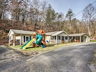 Pigeon Forge Cabin w/ Private Pool - by Dollywood!