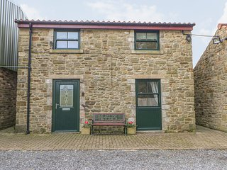 STABLE COTTAGE, upside down house, open plan sitting area, king-size bedroom