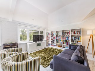 Spoilt for choice 2-bed/2-bath + Free parking