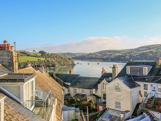 UPPER MARCAM HOUSE, dog-friendly, estuary views, open plan living, central
