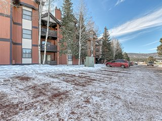 Delightful condo near the mountain w/ gas grill - close to hiking & fishing!