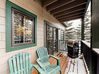 Delightful condo with shared hot tub, dog-friendly and walking distance to town!