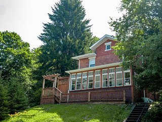 Grace`s Getaway - Walking Distance to Front Street in Thomas, WV