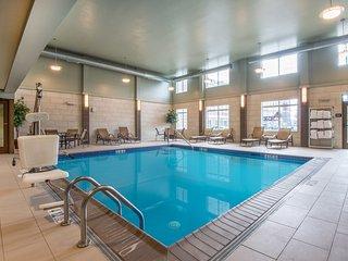 Queen Studio | Free Breakfast + Indoor Pool + 24h Business Center