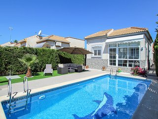 Casa con piscina privada (EBI259)