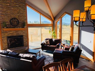 New★Stunning Mountain Views★Horse Pasture Access★Garage★w/Wifi★Near Buena Vista