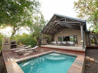 Twiga Travel - Lodge, in Hoedspruit Wildlife Estate, close to Kruger Park.