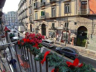 Appartamento con 2 camere da letto matrimoniali in pieno centro a Napoli