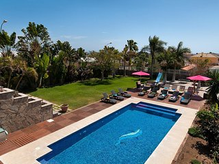 Superb Villa in Sonnenland for 12