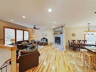 Coastal Hideaway with Hot Tub, Entertainment Room & Firepit | Walk to Beach