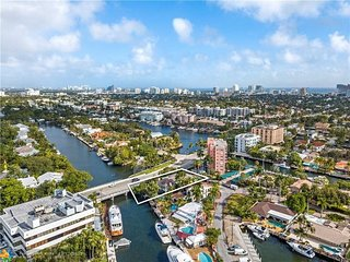 Prime Waterfront Location off Las Olas, with pool and 5 bedrroms, 5 Bathrooms