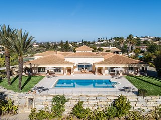 Villa Eden, luxury villa with sea view and private tennis court