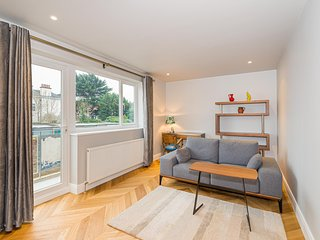 Fabulous refurbished St Margarets maisonette for four: 2 bed 2 bath