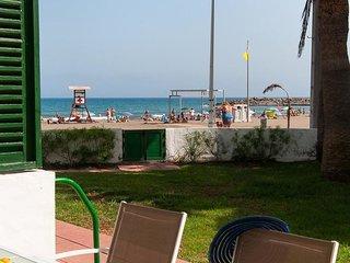Beachfront Apt Las Burras FA03