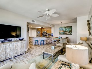 Beachfront paradise w/ shared pools, sports courts, fitness center, beach access