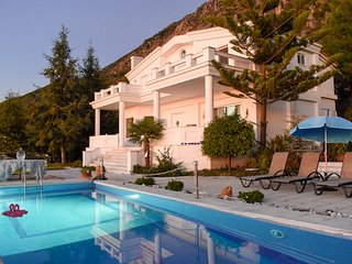 Luxurious villa with pool near the beach