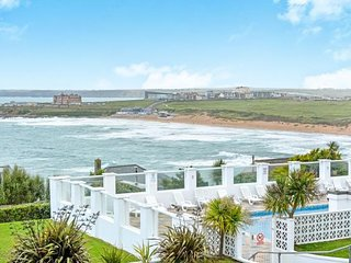 SURF VIEW,  NEWQUAY- Nr Fistral Beach, Amazing Sea Views, Swimming pool,Gardens