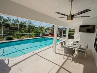 Newly Listed! Covered Lanai w/TV-Heated South Facing Pool, Newly Renovated home