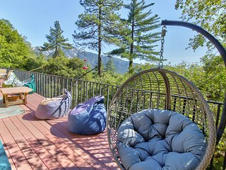 Gorgeous mountain view home w/ a large furnished deck & BBQ