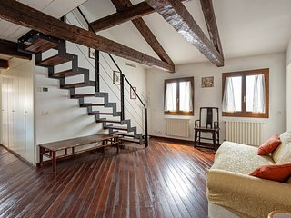 Simple, charming suite next to the Rialto Bridge - walk to the best of Venice!