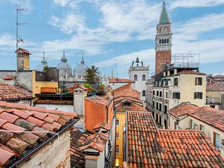 Terrace apartment w/ view of St. Mark's Basilica & bell tower! Walk everywhere!