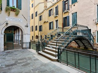 Charming suite w/ WiFi & high ceilings - walk to St. Mark's Square & more!