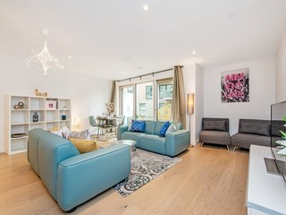 Stunning 2-Bed Apartment with Balcony in London