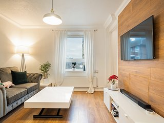 Modern & Bright One Bedroom Apartment in London