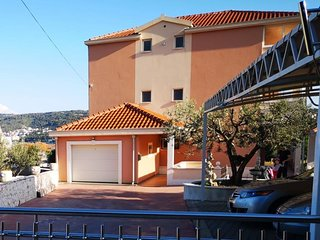 Three bedroom apartment Trogir (A-18045-a)