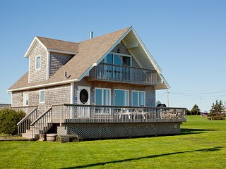 Seaview Chalet, 4 Star, 3 Bedroom Cottage, Ocean Views, Prince Edward Island