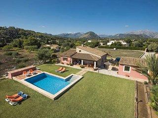 Bonita Villa Cel con Piscina Privada y Vistas a la Montaña
