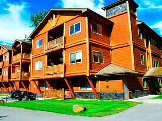 THE HIGHTOWER SUITE- A Luxury top floor Condo in the Center of Girdwood/Alyeska!