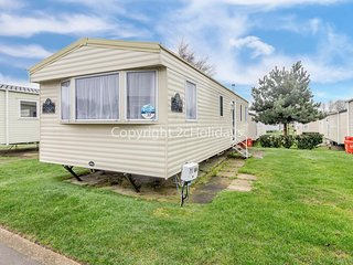 8 berth caravan at Haven Hopton on Sea in Norfolk. ref 80010T