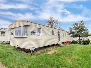 Great seaside 8 berth caravan at Haven Hopton-on-Sea in Norfolk ref 80010T