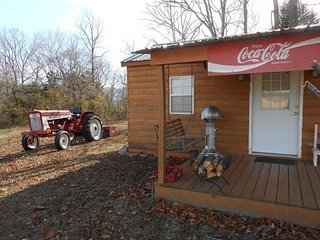 Quaint efficiency Coke Cabin located near Cane Crk