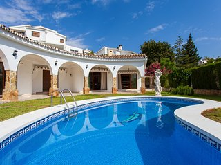 2020 PRICES REDUCED!   Luxury Villa Heated Pool Garden 4 Bedrooms 5 min Beach