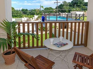 Lovely 2BR w/Pool, FREE Beach Shuttle, Mo Bay #4 HUGE DISCOUNTS & LONG TERM RATE