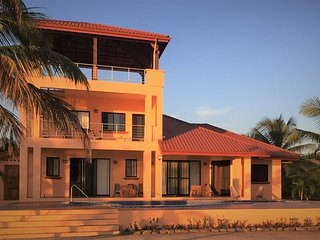 Windsong Belize - New Beachfront Villa with a Pool