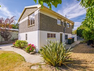 Royal Cottage - Alexandra Holiday Home, Abel Tasman National Park