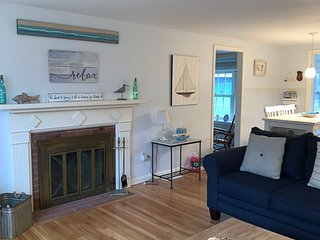 Beautifully updated beach house w/central air near Seagull Beach