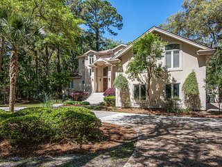Elegant & spacious Hilton Head home w/ a private pool, pool spa, outdoor dining