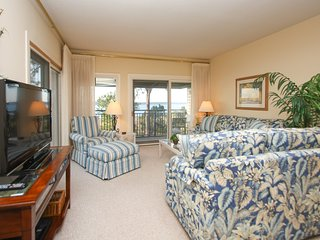 Beachfront condo w/ a large, furnished balcony, great views, & a shared pool