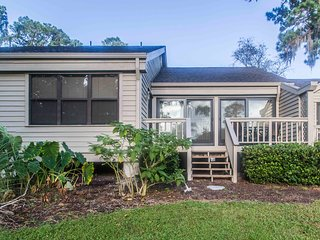 Lagoon lodging w/ onsite tennis courts & private deck!