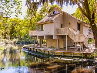 Sea Pines bungalow w/ shared pool, lagoon views, and a short walk to the beach!