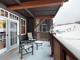 Ski-in/ski-out cozy condo with resort amenities, spa and views of slopes!