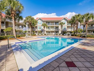 Cheerful dog-friendly coastal condo with shared pool and easy beach access!