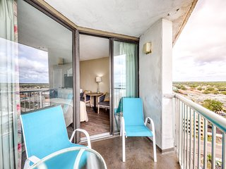 Charming oceanfront condo w/ shared hot tub, pools, and lazy river!