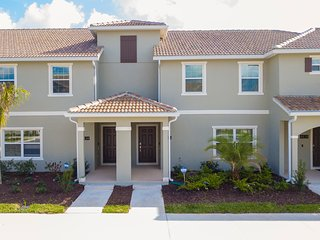 Gorgeous 4 Bedroom w/ Pool Close to Disney 4836