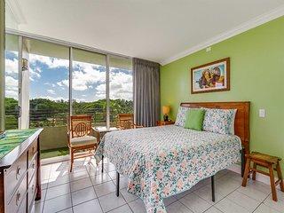 Diamond Head & Ocean View! WiFi, Kitchenette, A/C, Ceiling Fan, TV–Waikiki